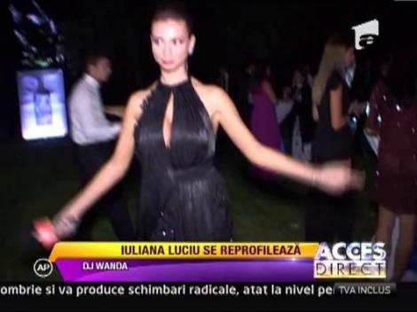 Iuliana Luciu a facut senzatie cu decolteul sau la o prezentare de moda