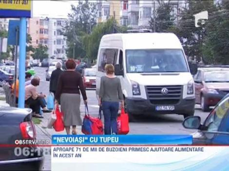 """Nevoiasi cu tupeu: Primesc ajutoare de la UE, dar le """"cara"""" cu taxiul!"""