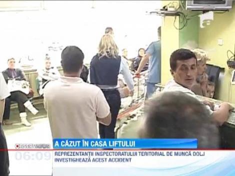 O angajata a unui oficiu postal din Craiova a cazut in gol in casa liftului