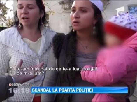 Iasi: Mai multe neveste ale unor romi retinuti au facut show in fata sediului Politiei