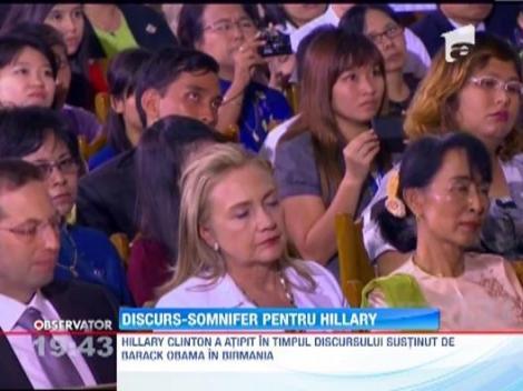 Hillary Clinton a adormit in timp ce Barack Obama tinea un discurs