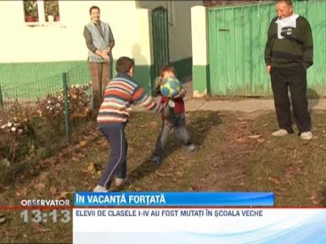 S-a lasat cu scandal si suparare la usa scolii inchise din Masloc