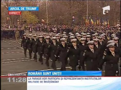 1.500 de militari au defilat pe sub Arcul de Triumf