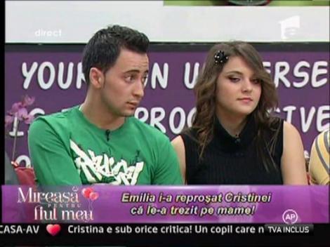 Cristina s-a suparat pe Cosmin pentru ca a ignorat-o in loc sa ii fie aproape