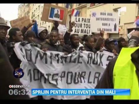 Sute de imigranti din Mali sustin interventia franceza impotriva rebelilor islamisti