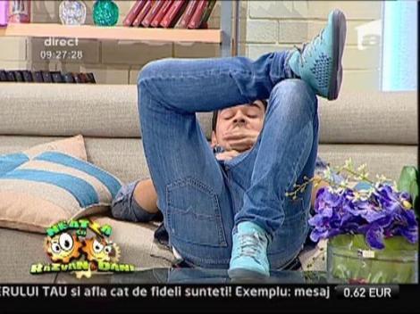 Vezi aici cum doarme familia lui Razvan Simion!