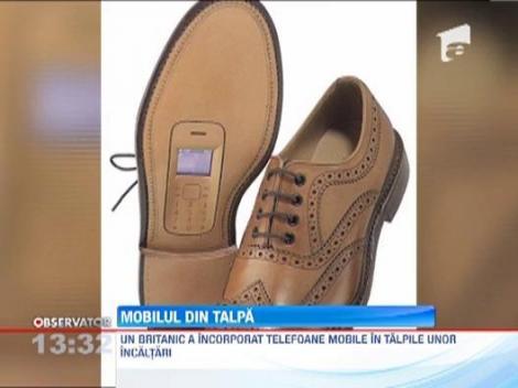 Cel mai tare suport pentru telefonul mobil: talpa unui pantof!