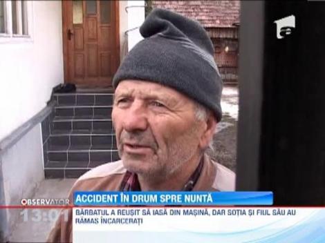 O familie din Botosani a ajuns la spiatal, dupa un accident produs in drum spre o nunta