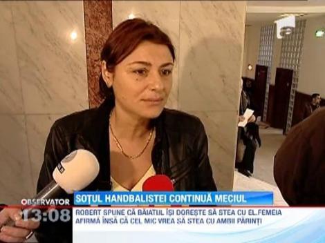 Sotul handbalistei acuzate de relatii extraconjugale cu o femeie cere custodia copilului