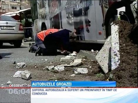 O tanara din interior a intrat cu capul printr-un geam intr-un autobuz RATB