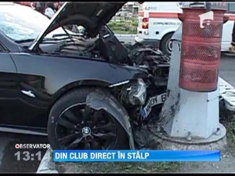 Un sofer s-a oprit cu masina intr-un stalp dupa ce a iesit dintr-un club