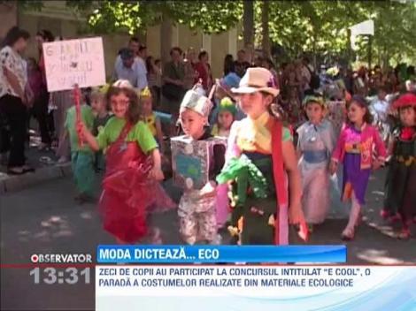 Zeci de copii au participat  la o parada a costumelor realizate din materiale ecologice