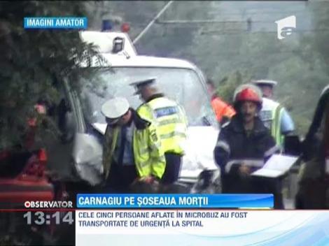 Un tanar a pierdut controlul volanului si a intrat intr-un microbuz in care se aflau cinci persoane