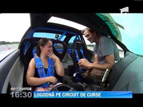 Un american si-a cerut iubita in casatorie in timpul unei curse de mare viteza