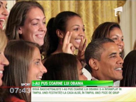 """I-au pus """"coarne"""" lui Obama, chiar in timpul unei sedinte foto!"""