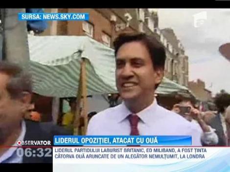 Liderul partidului laburist britanic, Ed Miliband, atacat cu oua