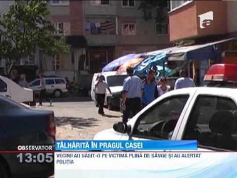 Update / O batrana a ajuns la spital mai mult moarta dupa ce a fost talharita in pragul casei de un individ mascat