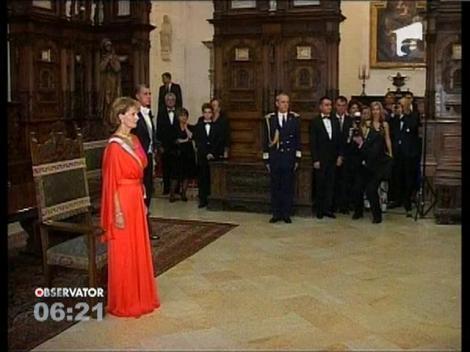 Ceremonie regala la Castelul Peles. Apropiatii Casei Regale, decorati de Principesa Margareta