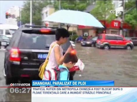 Shanghai, cuprinsa de haos dupa un val de ploi torentiale