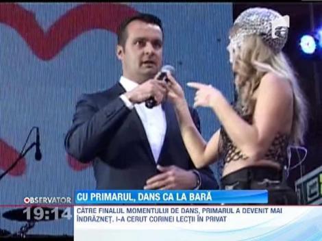 Catalin Chereches, edilul din Baia Mare, a cantat si a dansat lasciv pe scena
