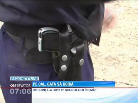 Un tanar a incercat sa se razbune pe politisti, calare pe un cal si cu un topor in mana