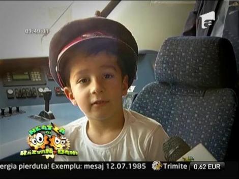 """Copiii, la """"carma"""" trenului! Micutii au descoperit ce face un mecanic de locomotiva"""