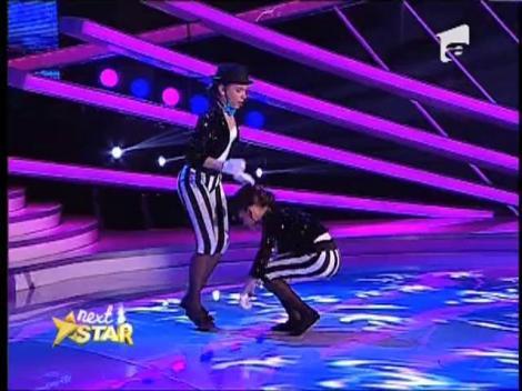 Ioana si Catalina au impresionat juriul cu un dans-pantomima