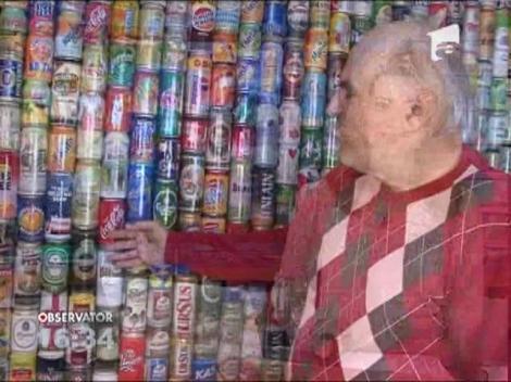 17 ani. 25 de tari. Aproape 800 de amintiri: Un pensionar si-a tapetat un perete al casei cu cutii de bere si suc, aduse din calatorii