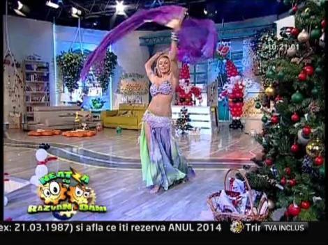 VIDEO! Jasmine a dansat pe ritmuri orientale în toiul iernii