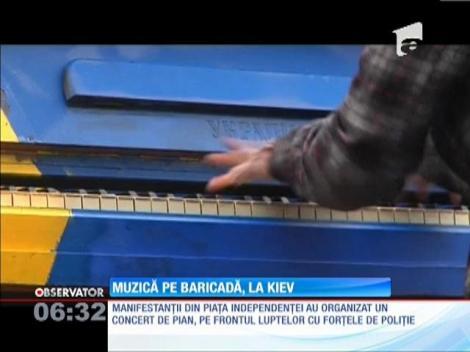 Manifestanţii de la Kiev au organizat un concert improvizat de pian