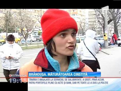 O orfană care mătură străzile este una dintre cele mai cinstite românce pe care le-aţi cunoscut