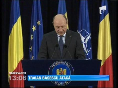 Traian Băsescu atacă
