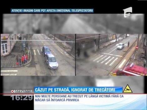 Bolnav de epilepsie căzut pe stradă, ignorat de trecători