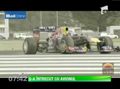 Un bolid de Formula 1 s-a luat la întrecere cu un avion