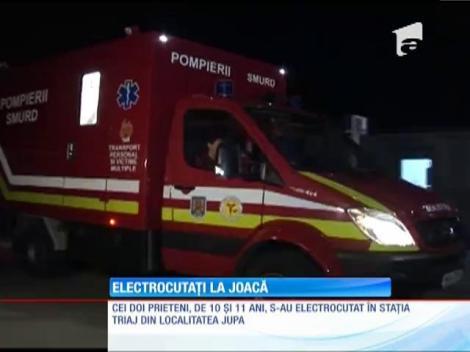 Doi copii din judeţul Caraş-Severin s-au electrocutat după ce s-au urcat pe un vagon de cereale