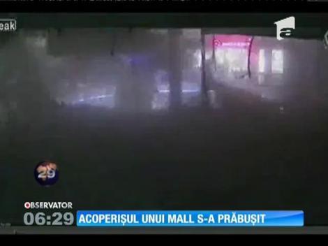 Imagini şocante în Polonia! Acoperişul unui mall s-a prăbuşit din senin