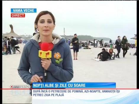 Vamaioții își petrec ziua pe plajă