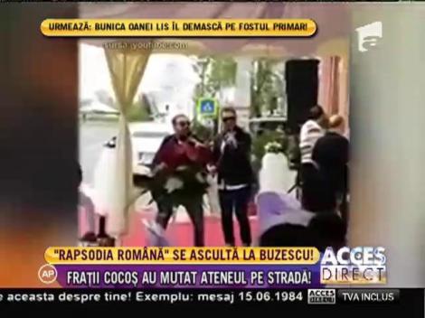 """Au ascultat """"Rapsodia Romana"""" la o nuntă în mijlocul străzii!"""