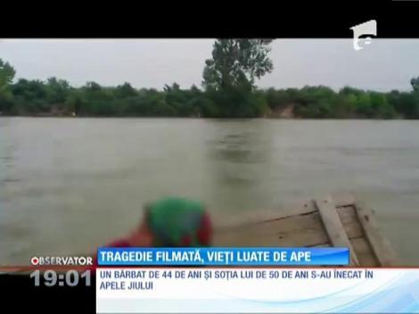 Filmați în timp ce erau luați de apele Jiului. Doi oameni au murit
