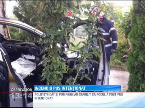 Maşina unui fost şef din Ministerului de Interne, incediată intenţionat
