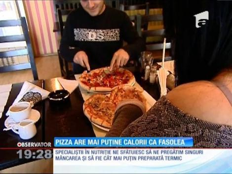 Alimentele de tip fast-food, preferatele angajaţilor români la serviciu