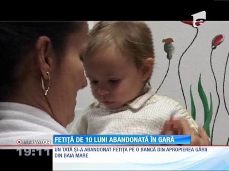 Update / O fetiţă de zece luni, găsită pe o bancă, în gara din Baia Mare