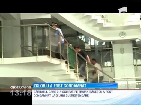Bărbatul care l-a scuipat pe Traian Băsescu a fost condamnat