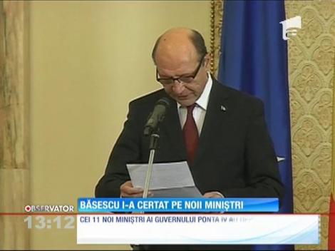 Băsescu i-a certat pe noii miniştri
