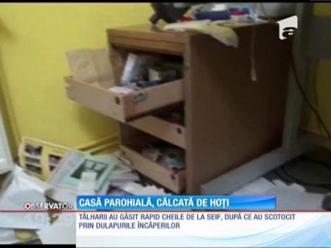 Casa parohiala din Bocşa a fost călcată de hoţi