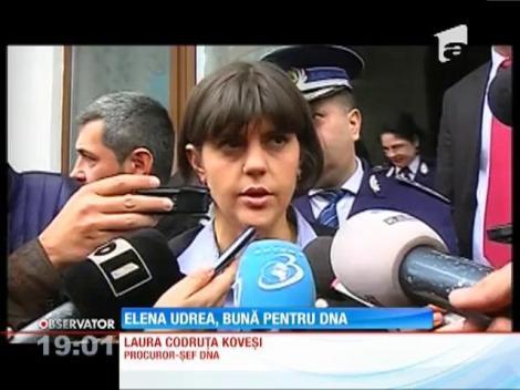 Elena Udrea a stat patru ore la DNA! A fost adusă cu poliţia şi a ieşit în huiduieli