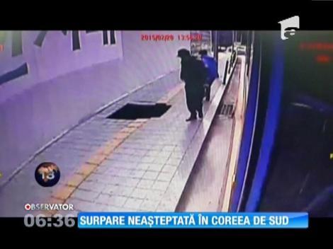 Coreea de Sud: Doi pietoni au fost înghiţiţi de o groapă adâncă