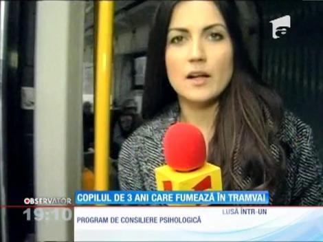 Un copil de trei ani, filmat în timp ce fumează într-un tramvai din Cluj-Napoca