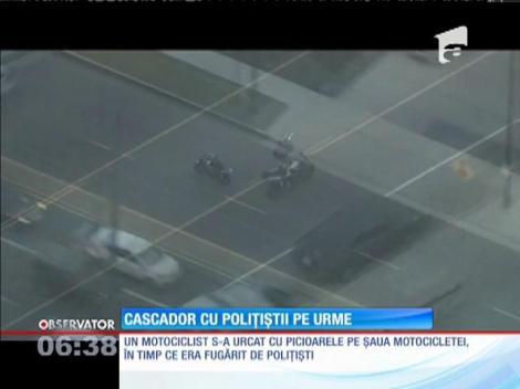Un motociclist i-a făcut de râs pe poliţiştii din Los Angeles