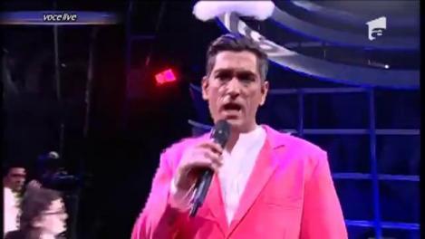 """Cezar Ouatu se transformă în Robbie Williams - """"Candy"""""""